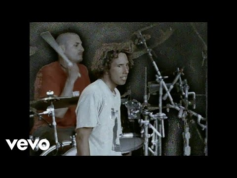 Rage Against The Machine - Bulls On Parade (Official Music Video)