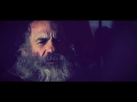 Caniche Macho - Árboles y ruinas (videoclip)