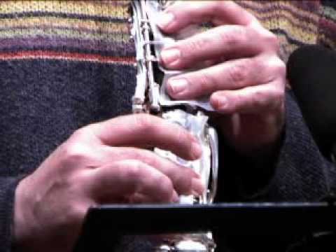 Improvisació musical de Miquel Àngel Marín amb clarinet modificat