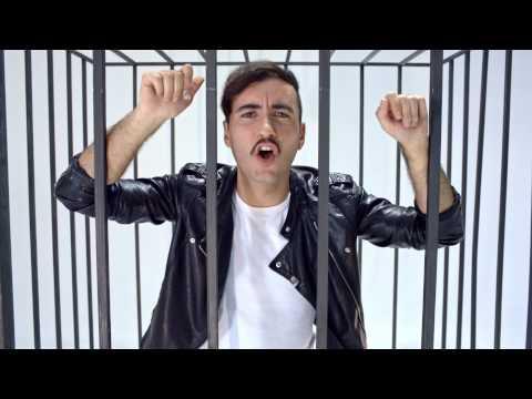 Varry Brava - ilegal [Videoclip Oficial]