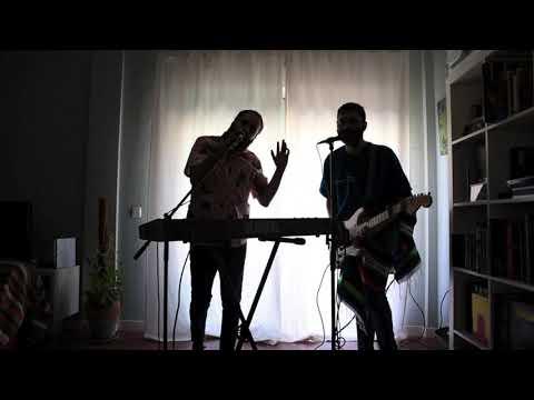 Escuelas Pías - Me muevo (living room poncho) -en directo-