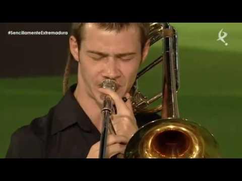 Himno de Extremadura y Candil interpretado por Los Niños de los Ojos Rojos