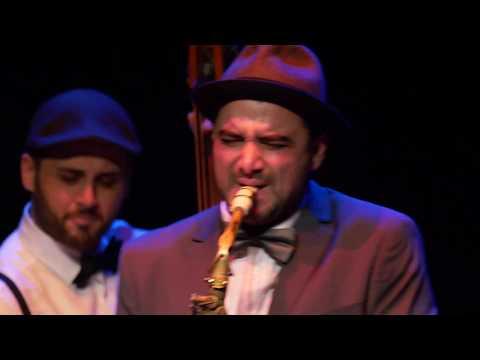 Swing Ton Ni Song - Resumen de actuación