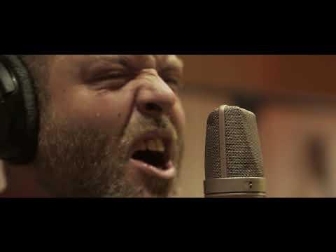 Tirando sillas - Sin remedio (videoclip oficial)