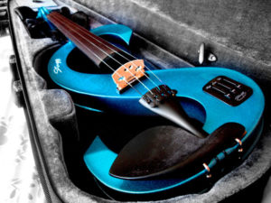 tocaar el violín