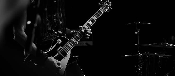 practicar con la guitarra