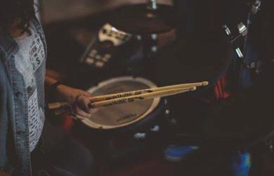 tocar la batería