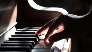Descubre los beneficios de tocar el piano