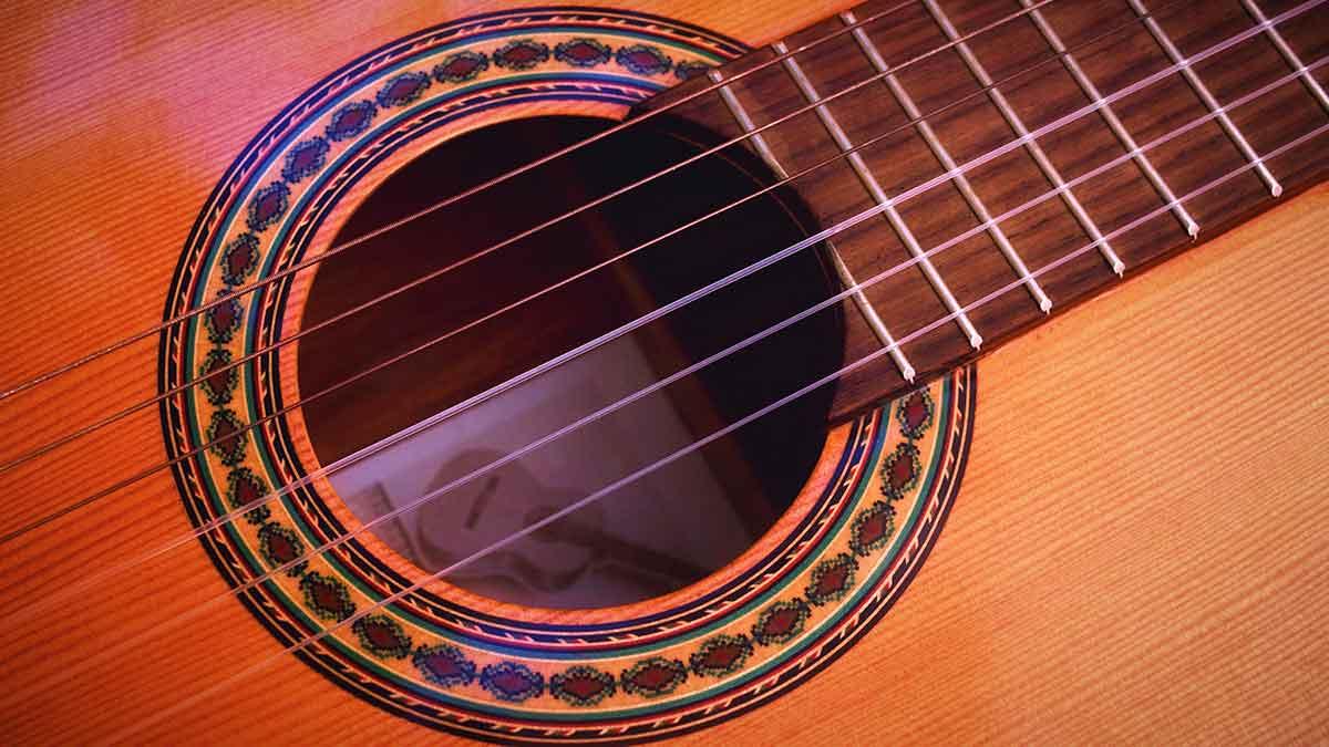 quién inventó la guitarra
